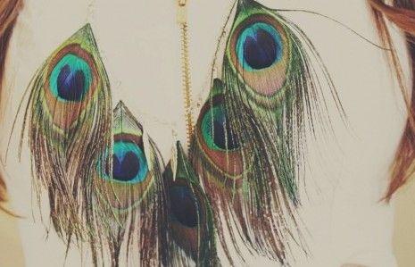 TREND MATRIMONIO 2014: BOHO-CHIC  Boho-Chic è uno stile di moda , in cui confluiscono vari elementi della cultura boheme ed hippy . Lo stile Hippy è tornato di moda da poco, e per chi non lo sapesse, viene adottato da quelle persone che amano la libertà totale dell'individuo. Lo stile Boho, deriva del termine Bohemien che significa viaggiatore e/o profugo.