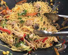 Νούντλς (Noodles) αυγού με λαχανικά και κοτόπουλο