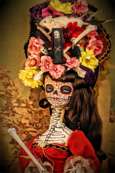 How cool is this Dia de los Muertos doll & art by Michael Brown on Etsy?
