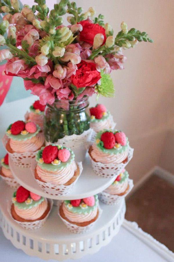 Strawberry Shortcake Birthday Party : Cupcakes Display Idea