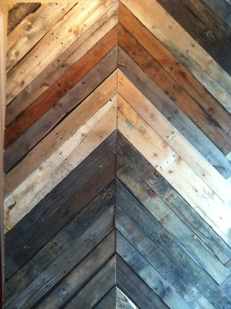 Reclaimed wood pallet chevron wall crafts diy for Reclaimed pallet wood wall