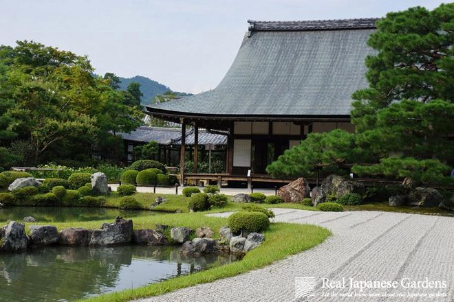 Gravel patterns in the sand garden of Tenryū-ji (天龍寺), Kyoto | Real Japanese Gardens