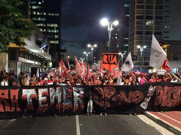 Manifestação contra o impeachment de Dilma Rousseff bloqueia a Avenida Paulista…