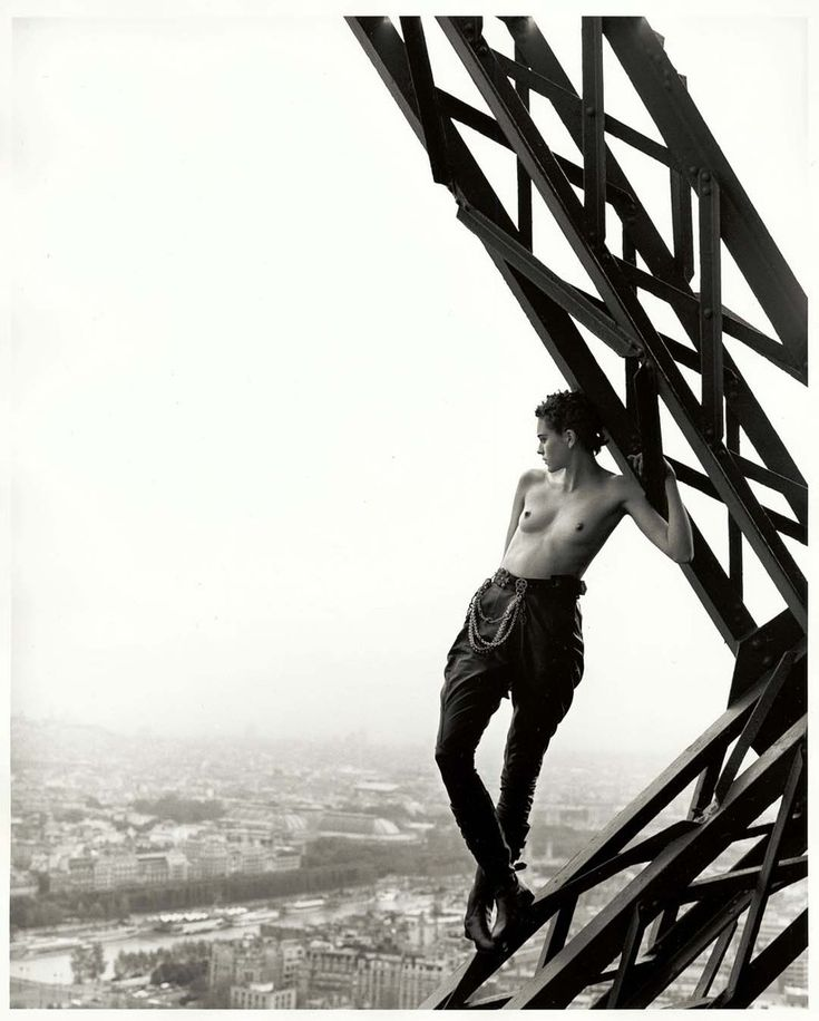 Mathilde on Eiffel Tower, Paris, 1989, © Peter Lindbergh courtesy Studio Peter Lindbergh