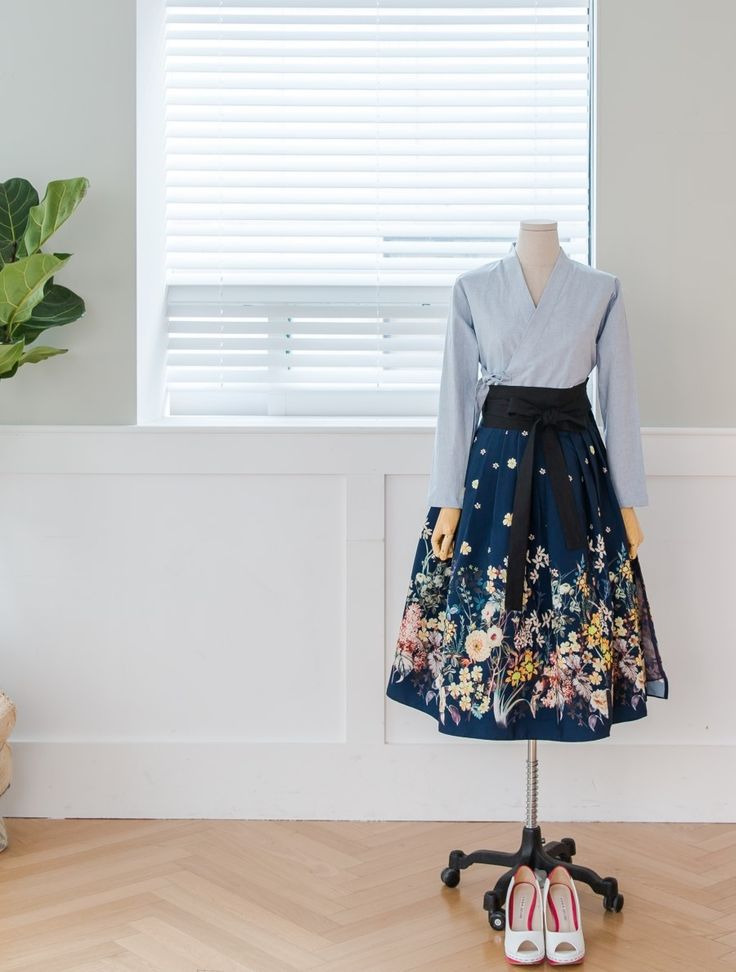 Love the skirt, length & print.