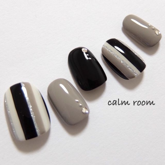 Elegant nails! Grey black and white with gems and glitters