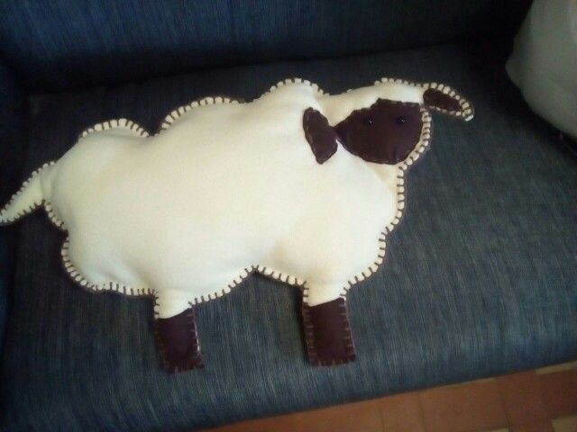 Cojín de oveja en fieltro