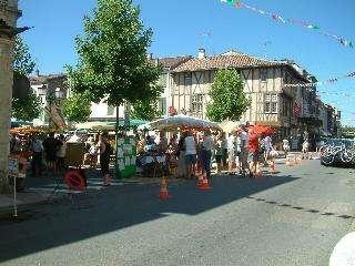 Market in Casteljaloux (Lot et Garonne)    http://dordogne.angloinfo.com/