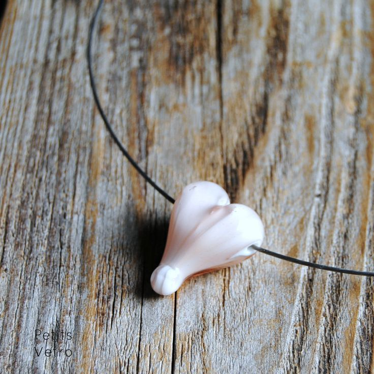 Rose Heart: collarino con cuore in vetro di murano rosa trasparente di LampworkAndMore su Etsy