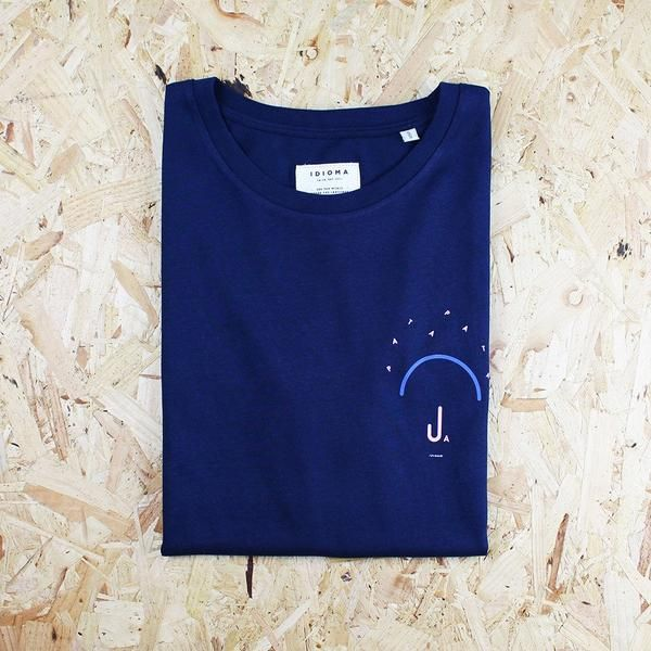 Fantastic fit on these organic t-shirts from Idioma. Unique screen printed illustration.