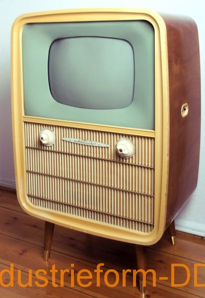 TV stand unit studio;  Manufacturer: VEB Rafena works Radeberg, 1958;  Design: Martin Kelm (Student research in 1957 at the Art Academy Berlin-Weissensee, under the guidance of Rudi Högner);  the first television of the GDR, Which was Explicitly advertised its good form design due.