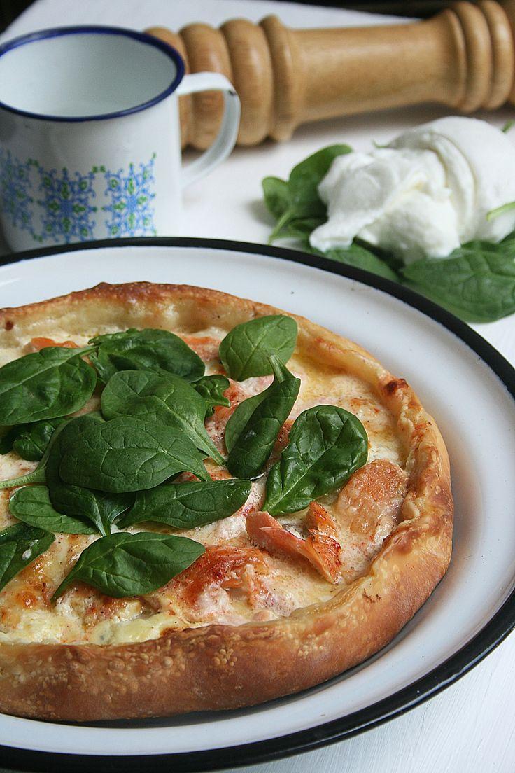 Pizza au saumon mozzarella et épinard