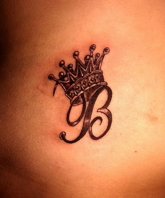 Initial wearing crown tattoo i am the queen B