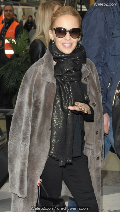 Kylie Minogue arriving at Gare du Nord http://www.icelebz.com/events/kylie_minogue_arriving_at_gare_du_nord/photo2.html
