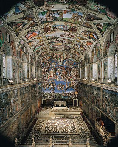 Il pavimento del XV secolo è composto da tarsie policrome in marmo in stile cosmatesco. I disegni scandiscono il percorso processionale che va dall'ingresso alla cancellata con una serie di cerchi collegati, affiancati ai lati da riquadri riempiti con motivi diversi. Nello spazio più interno, davanti all'altare, i mosaici pavimentali indicano la disposizione del trono papale e dei seggi dei cardinali, nonché il movimento dei celebranti durante le funzioni