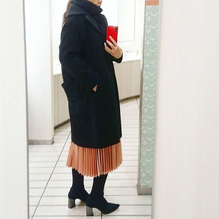 いいね!154件、コメント33件 ― @akikohamaoのInstagramアカウント: 「* * 最近、黒ばかりになってる… 写真も撮ってない… * そこで今日はサーモンピンクのスカート * ちょっと褒められてpostする単純な私^-^; * * * #ピンク好き #プリーツスカート…」