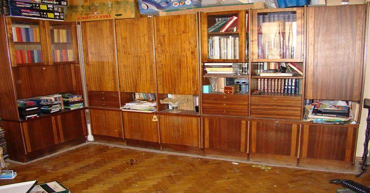 Мода очень переменчива, появляются новые технологии, и мебель стареет очень быстро. К тому же у многих дома завалялся старый сервант или стол, который выбросить на помойку так и чешутся руки. переделка старой мебели идеи Не торопись выбрасывать старую мебель и тратить большие деньги на покупку новой! Редакция «Полезные Советы !» покажет тебе вдохновляющие идеи переделки старой мебели. Реставрация старой мебели От обыденности к высокой моде. Очень стильное решение. переделка старой мебели…