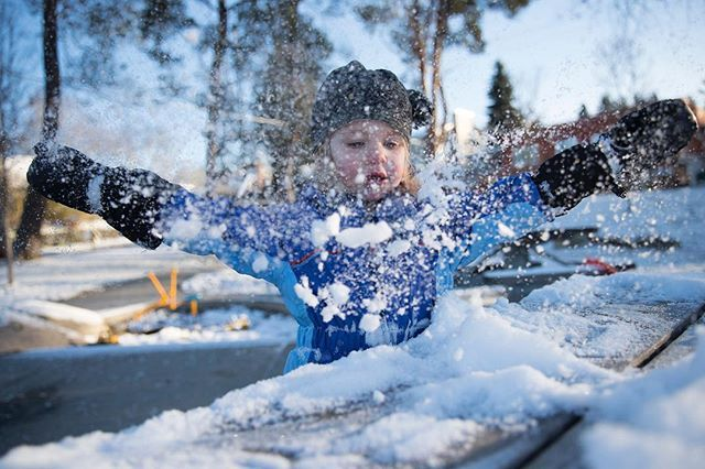 Snow!! Snow fell overnight in Seattle and the Puget Sound Region causing some schools to be delayed. Snow is likely on Friday and Saturday as well according to the National Weather Service. Here 2-year-old Marlowe Heavner plays in the snow at Ross Playground on Thursday morning in Seattle.  by @_meganfarmer #snow #seattle #weather #winter #washingtonstate
