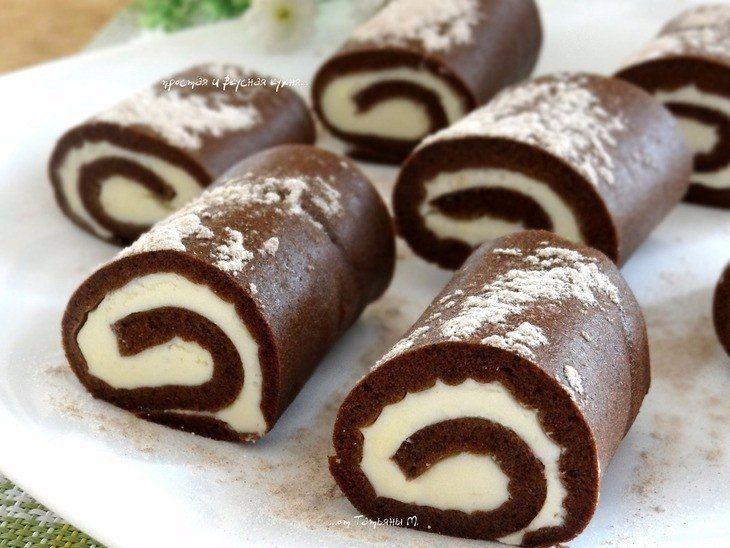 Фото к рецепту: Шоколадные пирожные-рулетики