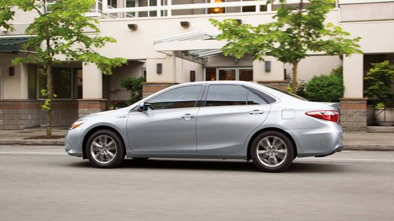 Гибридный седан Toyota Camry Hybrid 2017 / Тойота Камри Гибрид 2017