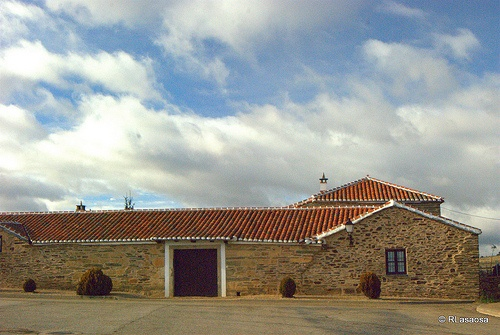 Santiago Millas, León :: Fotografía tomada en Santiago Millas, León, en las cercanías de Astorga y lugar de obligada parada para disfrutar de un auténtico cocido maragato.