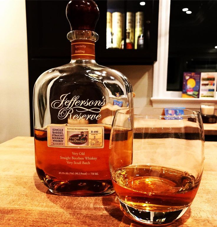 Jeffersons Reserve; this one I underrated for a long time. It's an even bourbon that's thick with a little spice in there. To me the oak is a little complex with some vanilla and fruit (apple and pear) layered in there. The finish is long and warm. I do think like most bourbons that this one is noticeably better after it opens in the bottle a bit #jeffersonsreserve #jeffersons #bourbon #jeffersonsfamilyreserve