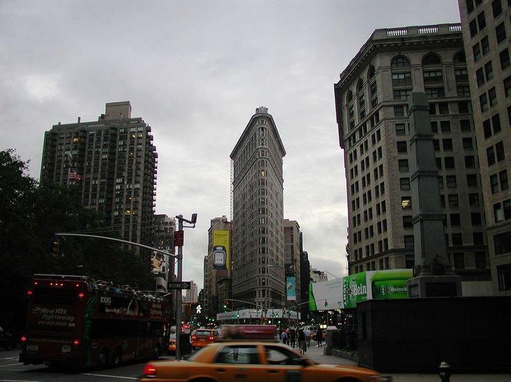 The world's first #skyscraper built in 1906, the iconic Flatiron Building, New York. #Manhattan #NewYork #NYC #Taxi #Traffic #StreetPhotography #City #Streetlight #Travel #Flatiron