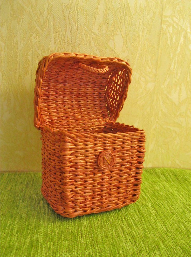 paper wicker chest 9x8x7 sm / Плетеный из бумажных трубочек сундучок для кукол