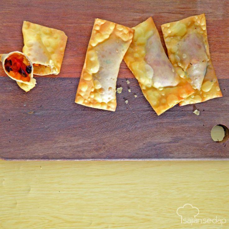 Mari membuat fried apple pie sendiri dengan tiga langkah saja. Rasanya yang lezat mampu mengalahkan cita rasa makanan buatan restoran.