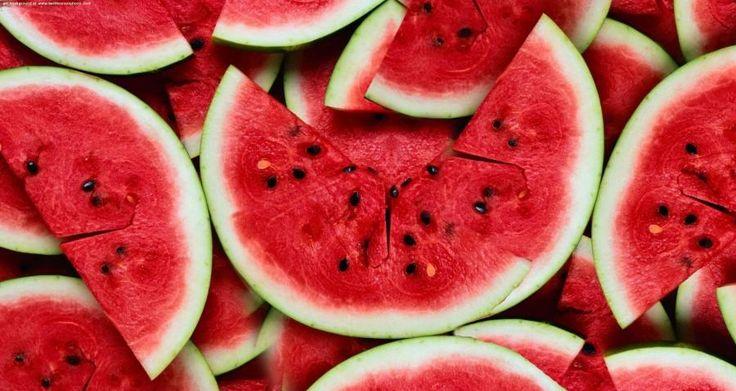 K zánětem ledvin dochází, když se bakterie z močových cest rozšíří až do ledvin. Protože toto onemocnění může mít vážné komplikace, doporučuje se vždy řídit radami lékaře.  Léčbu však můžete i sami podpořit vhodnou stravou. Pijte proto hodně tekutin a jezte potraviny s vysokým obsahem vody, jakými jsou například červený meloun, okurky či jablka.