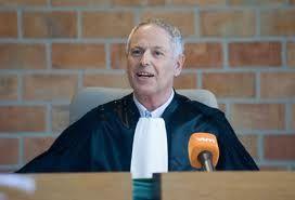 Een vredegerecht, is een rechtbank voorgezeten door een vrederechter, een alleen zetelende magistraat die snel oordeelt in kleine zaken, die dicht bij de burger staan. In Nederland kent men geen vrederechter meer; het ambt van kantonrechter komt er het meest mee overeen. Het ambt van vrederechter werd daar in 1838 afgeschaft.