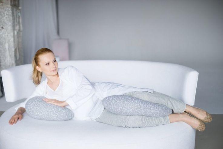Poduszki ciążowe, dzięki swojemu ergonomicznemu kształtowi, pozwalają kobiecie w ciąży ułożyć się w wygodnej dla niej pozycji. Korzystałyście z takich poduszek w czasie ciąży? Polecacie?