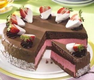 Kakaový dort s jahodovou náplní