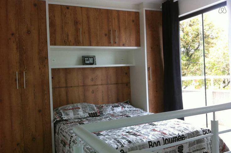 Cama box casal, armário quarto com sacada