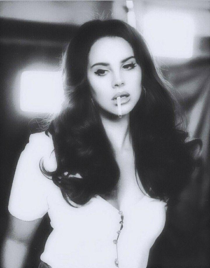 Lana Del Rey Looks Like An Old Baby In Delicate Black And White Baby Black Crazyhair In 2020 Lana Del Rey Lana Lana Del Ray