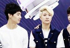 Nem pra disfarçar Jaebum 😂😂😂