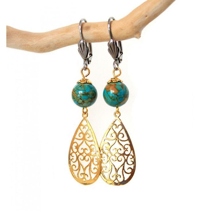 Gouden oorbellen met turquoise steen en filigraan hangers - www.Mbijoux.nl #earrings #oorbellen #stenen #turquoise #filigraan