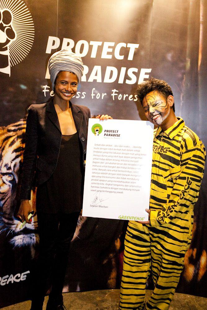 Sausan Machari, model dan aktris Indonesia, hadir dalam peluncuran Tiger Manifesto, sebuah kampanye untuk mendorong penghapusan jejak deforestasi  dari produk produk kesayangan kita untuk melindungi masa depan habitat Harimau Sumatera. www.protectparadise.org