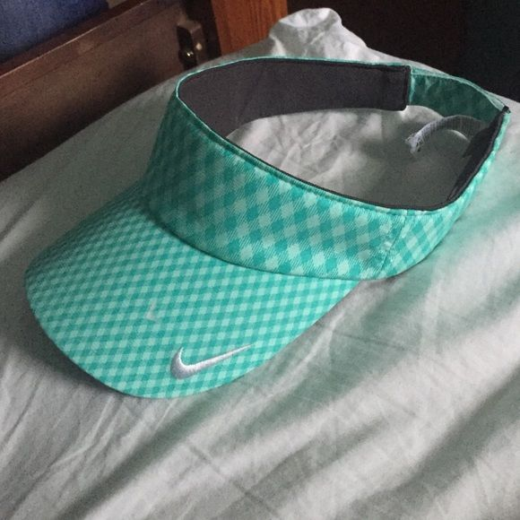 Nike visor hat Never used very cute hat Nike Accessories Hats