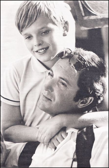 Miguel Bosé junto a su padre Luis Miguel Dominguín.