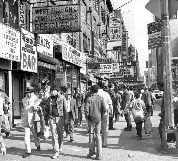 Нью-Йорк, Таймс Сквер 1975 #нью-йорк #таймс сквер #фото #история #улица #город #черно-белое