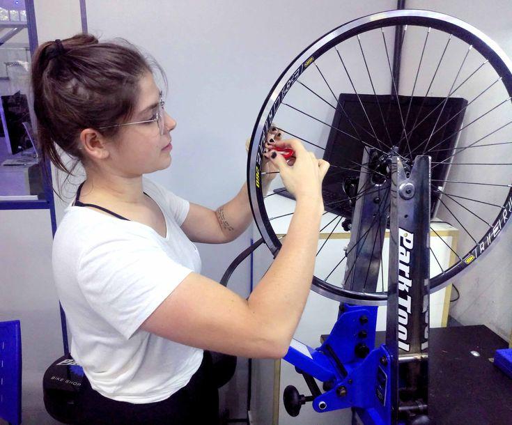 """Dia 20/01 tem turma de Iniciante Feminino!❤️ """"Andar de bicicleta fez mais pela emancipação da mulher do que qualquer outra coisa no mundo"""" - Susan Anthony  #mulheresdebike #mulheres #bike #ciclismo #ciclismofeminino #escolaparktool #blueparktool"""