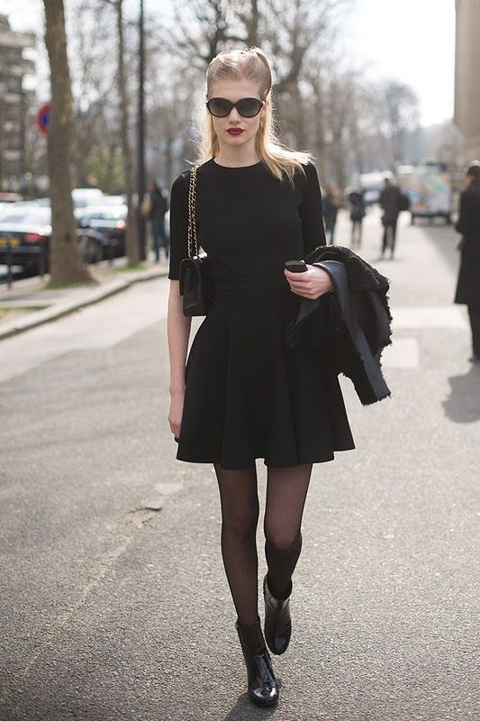 the proportions - topped off with that light blond, structured hair, deep red lips and those glasses.: Fashionweek, All Black, Style Inspiration, Allblack, Street Styles, Paris Fashion Weeks, Streetstyl Fashion, Little Black Dresses, Dreams Wardrobes