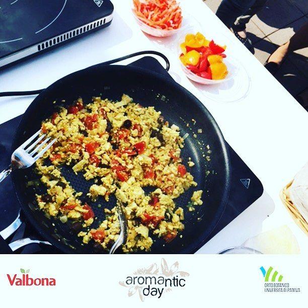 #aromanticday: Luisa del blog @ghiottodisalute trasforma il #tofu in un piatto incredibile aggiungendo solo... un soffritto, dei pomodori, delle olive e profumi aromatici come #curry e #coriandolo! #aromanticday @ortobotanicopd  #orto #ortobotanico #garden #giardino #green #plants #piante #piantearomatiche  #cook #cooking #showcooking #recipe #easyrecipes #italianfood #italy #italianstyle #italiancuisine #tofu #curry #coriandolo #brunch…