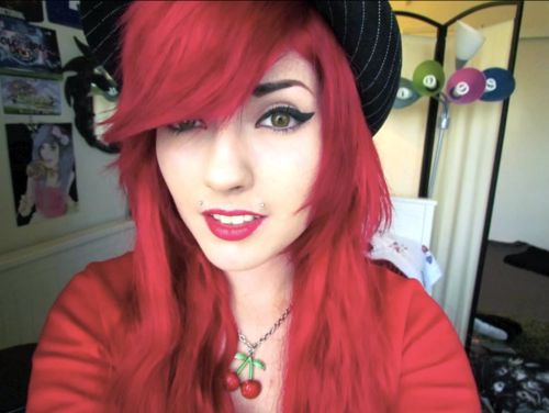 Leda Muir. #LedaMonsterBunny #red #dyed #scene #hair #pretty