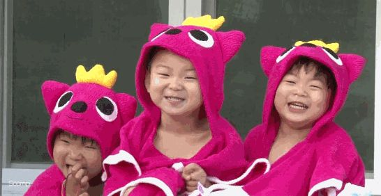 """The Song Triplets Can't Stop Giggling at Their """"Country Mice"""" Look in """"Superman Returns"""" Preview"""