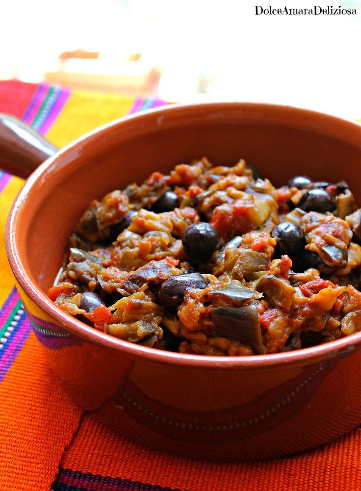 La mia sfida con le melanzane ancora continua e oggi vi porto in Marocco con una ricetta tipica della tradizione marocchina! Lo Zaalouk è una di quelle ricette che, dopo la prima forchettata, ti s…