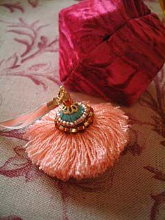 ballerina 5Keys Tassles Ribbons Such, Diy Accx, Tassels Inspiration, Beads Things, The Enchanted Tassels, Pom Pom, Indian Details, Jolie Pompones, Borlas Tassels