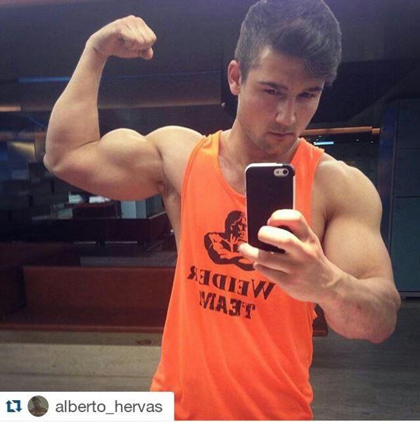 Alberto Hervas In A Bicep Flex Mirror Selfie For Weider
