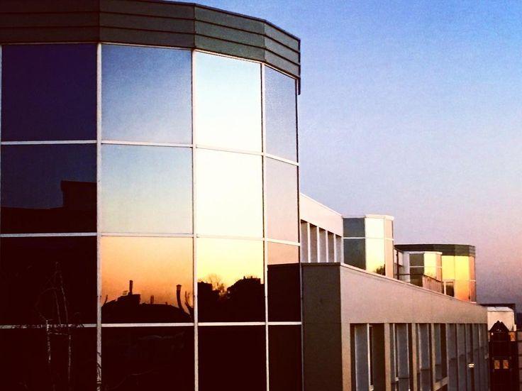 #sun #sunny #sunnyday #bruxelles #sunnydays #sunlight #light #sunshine #shine #nature #sky #skywatcher #thesun #sunrays #photooftheday #beautiful #beautifulday #weather #summer #goodday #goodweather #instasunny #instasun #instagood #clearskies #clearsky #blueskies #lookup #bright #reflection